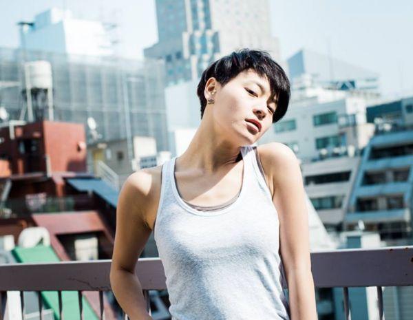 nữ dancer-Koharu Sugawara mặc áo trắng