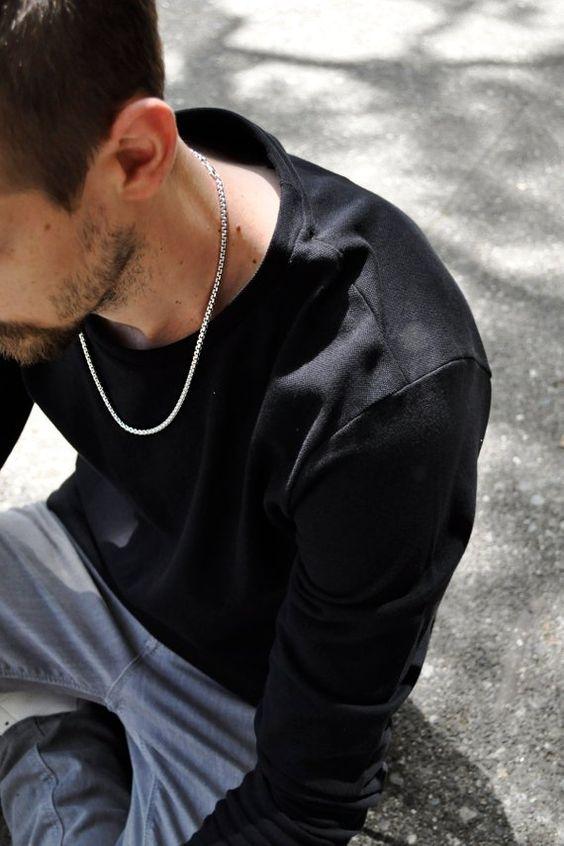 dây chuyền nam đẹp - chàng trai đeo dây chuyền bạc