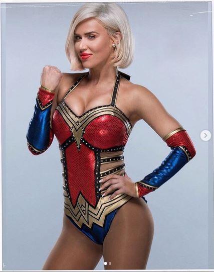 nữ đô vật WWE Lana 3