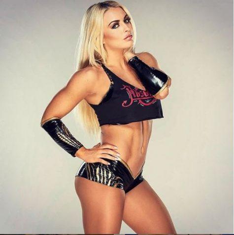 nữ đô vật WWE Mandy Rose 3