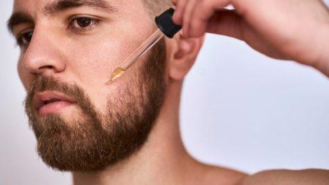 cách tỉa râu - dùng sản phẩm dưỡng ẩm cho râu
