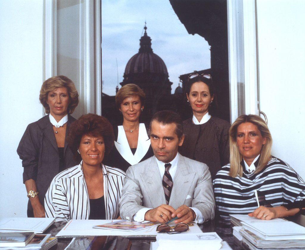 năm chị em nhà Fendi và huyền thoại thời trang Karl-logo thương hiệu