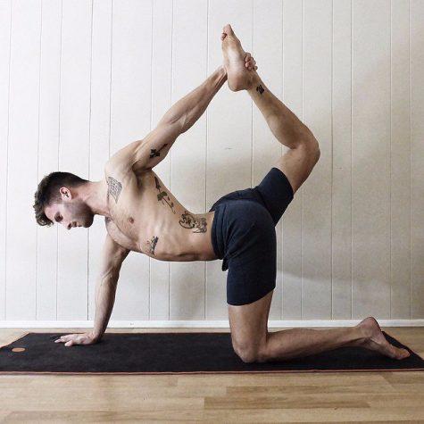 vực dậy tinh thần-chàng trai tập yoga