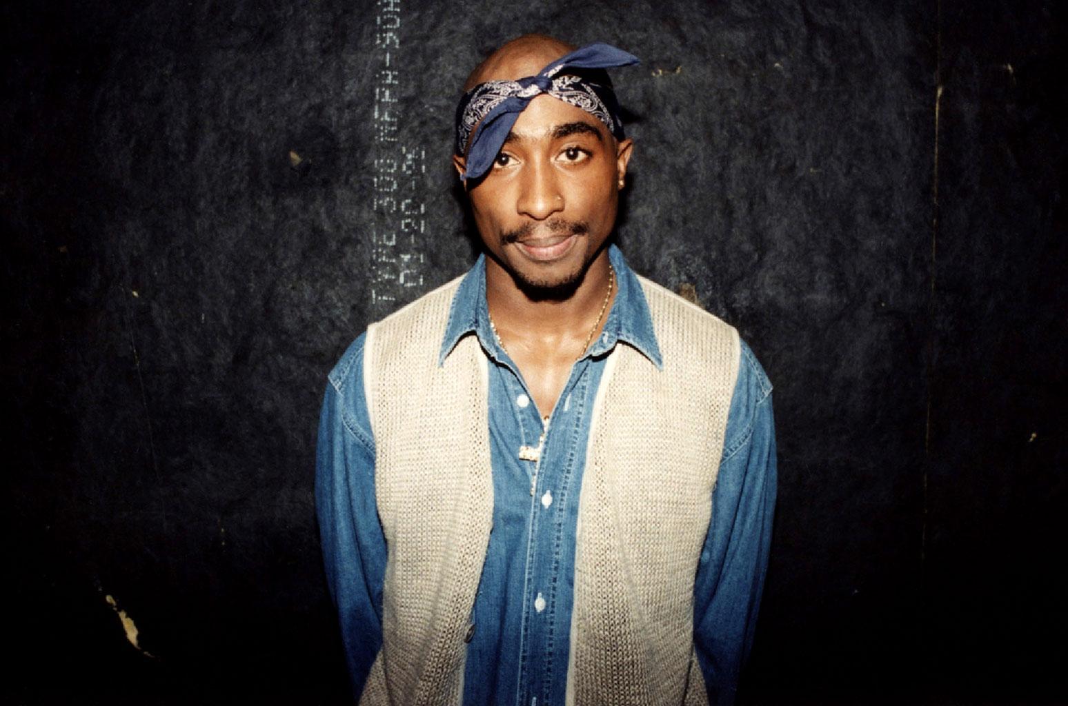 rapper-tupac-elle-man-viet-nam-5