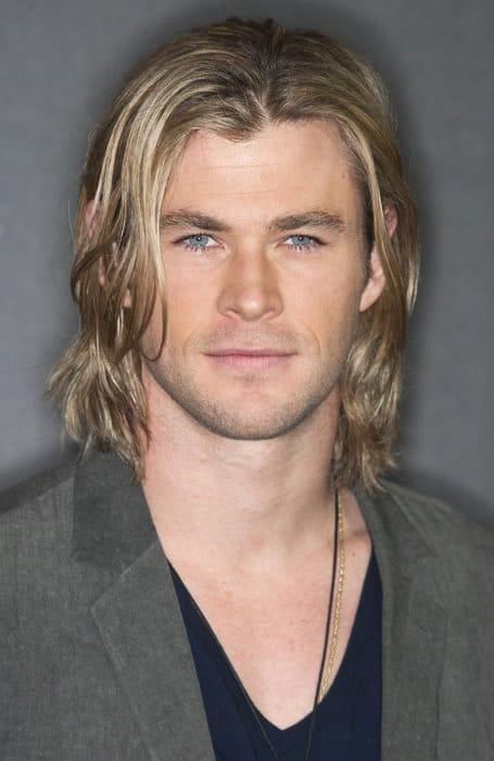 kiểu tóc nam dài của diễn viên chris hemsworth