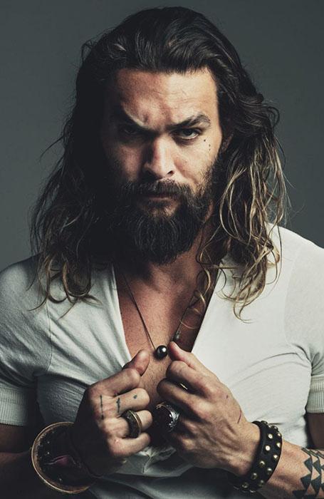 kiểu tóc nam dài của diễn viên jason momoa