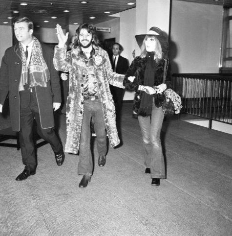 phong cách thời trang sân bay của Ringo Starr và vợ Maureen 1970