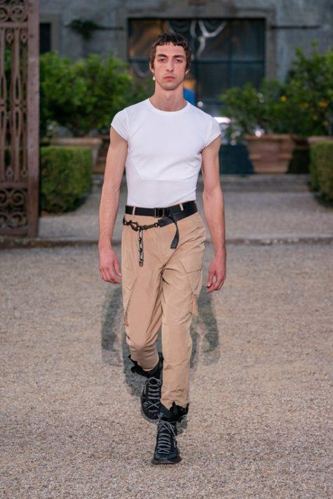 bài học phong cách thời trang tại Pitti Uomo ss20 thắt lưng khóa bấm