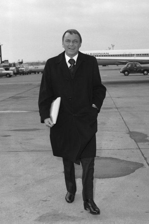 phong cách thời trang sân bay của Frank Sinatra 1970