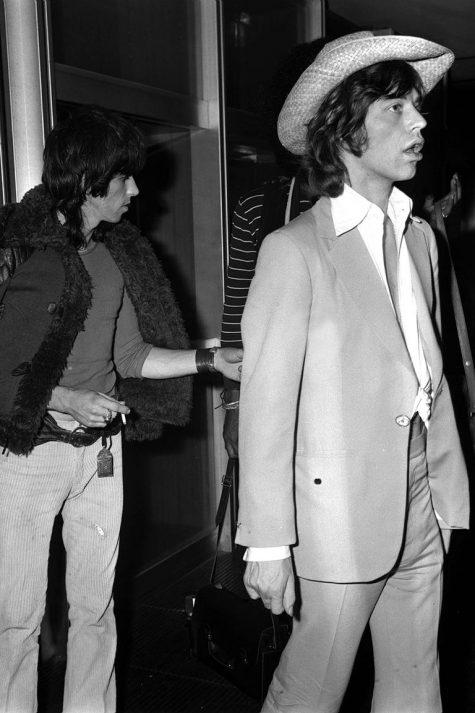 phong cách thời trang sân bay của Keith Richards và Mick Jagger 1970