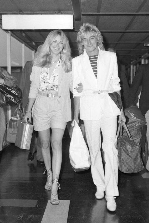 phong cách thời trang sân bay của Rod Stewart và bạn gái 1978