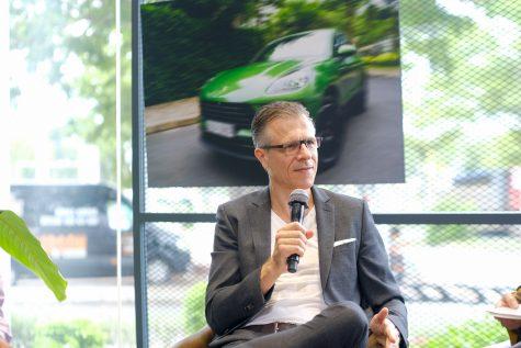 ông Andreas Klingler - tổng giám đốc Porsche Việt Nam