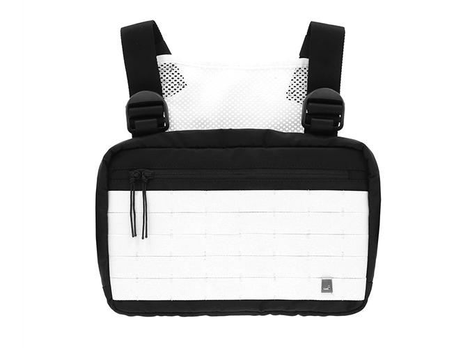túi thời trang chest rig của alyx màu đen trắng hình chữ nhật