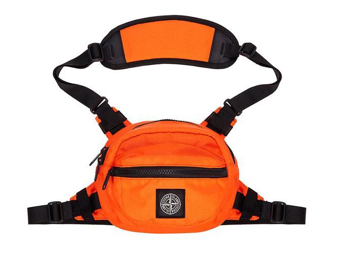 túi thời trang của hãng stone-island màu cam neon đeo trước ngực