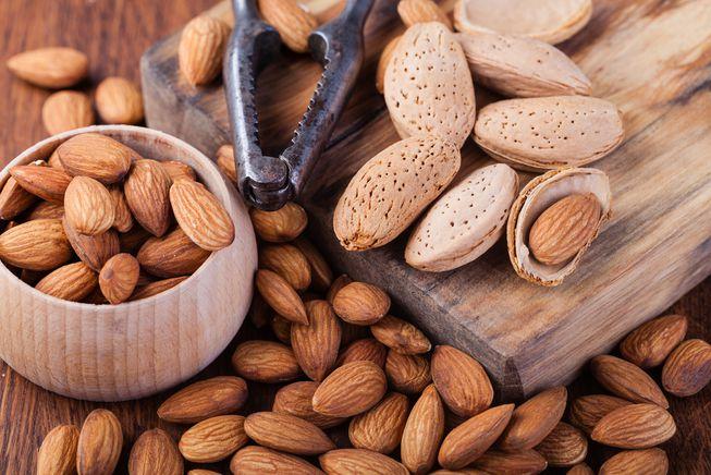 hạnh nhân- thực phẩm cần tránh để có cơ bụng đẹp