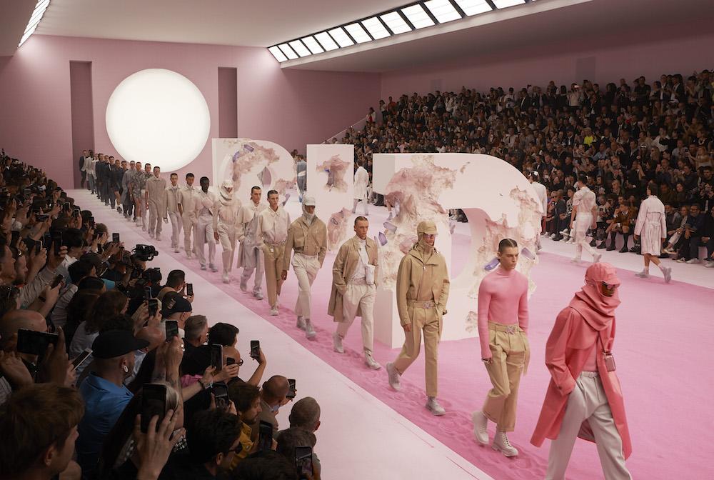 Sàn diễn Bộ sưu tập Dior Men Hè 2020 elle man