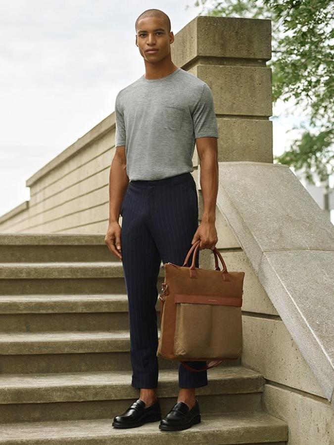 phụ kiện mùa hè-chàng trai mang túi tote