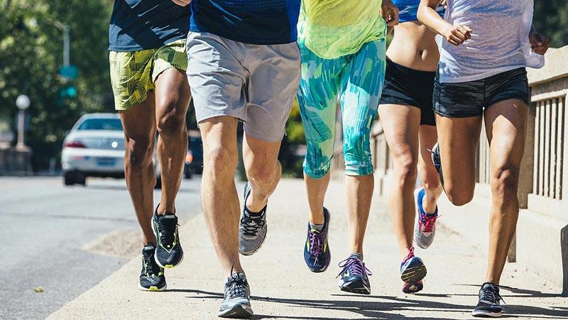 chấn thương chân-nhóm người đang chạy bộ