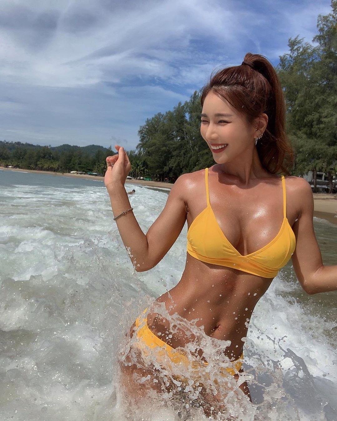 nữ dj xinh đẹp - siena đi chơi biển