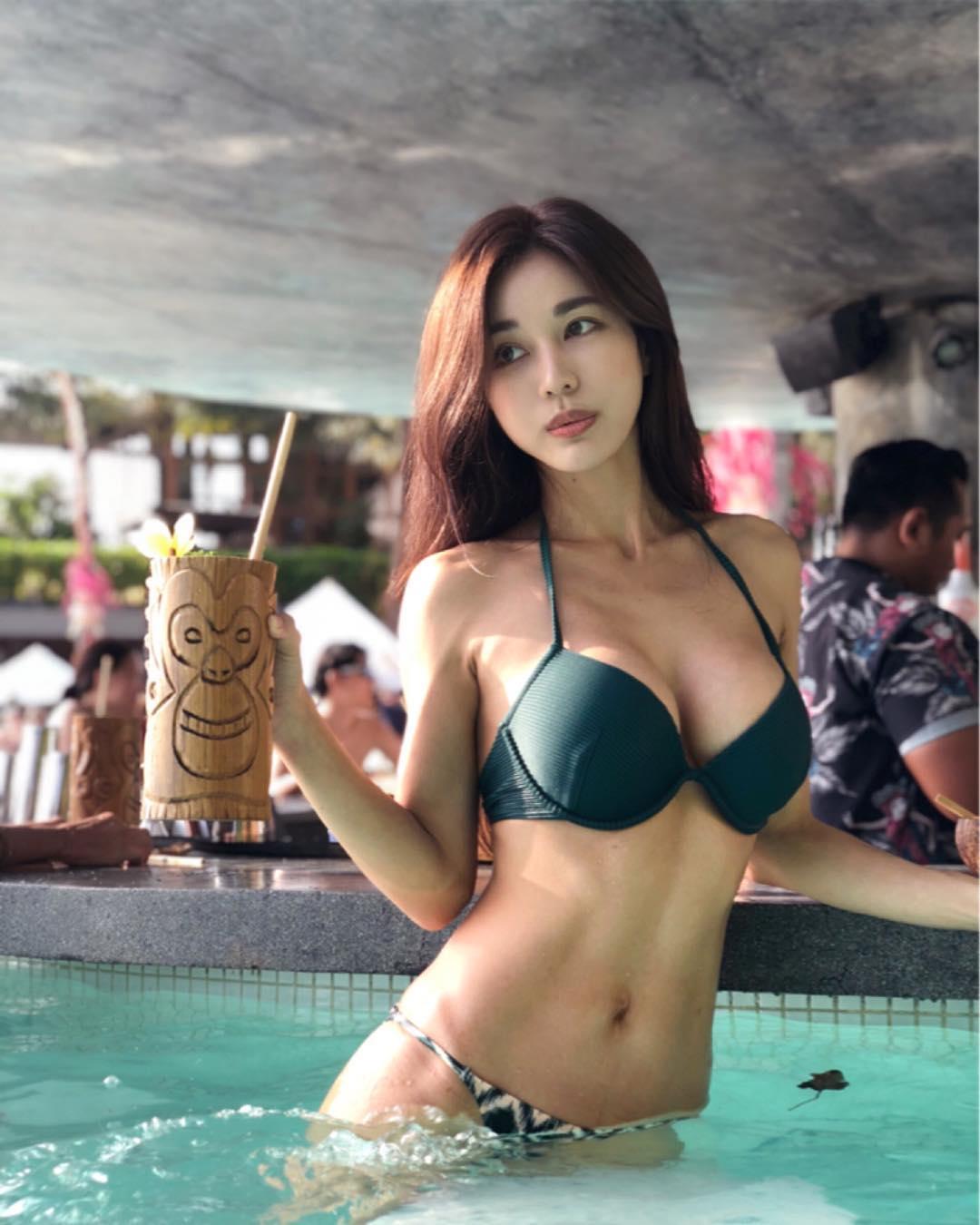nữ dj xinh đẹp - siena mặc đồ bơi