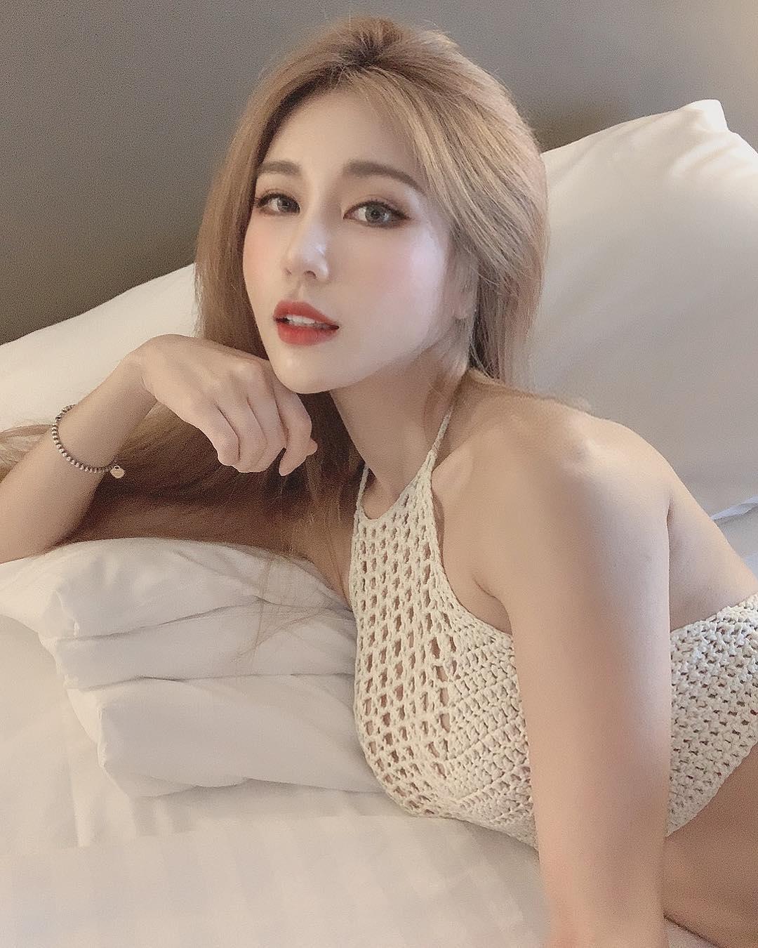nữ dj xinh đẹp - siena sexy với áo trắng