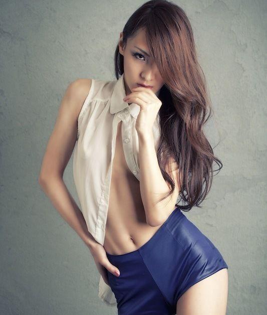 nu dj xinh đẹp - hiloco tạo dáng sexy