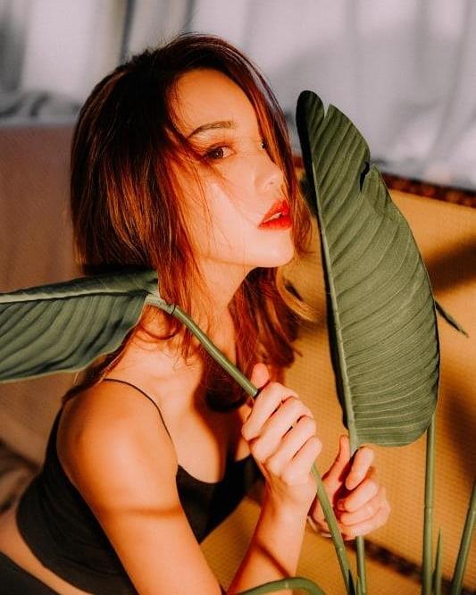 nữ dj xinh đẹp - nicole chen chụp ảnh quyến rũ