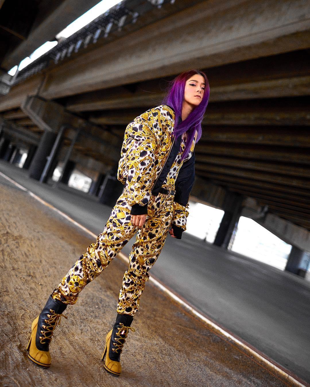 nữ dj xinh đẹp - ray ray mang giày bốt