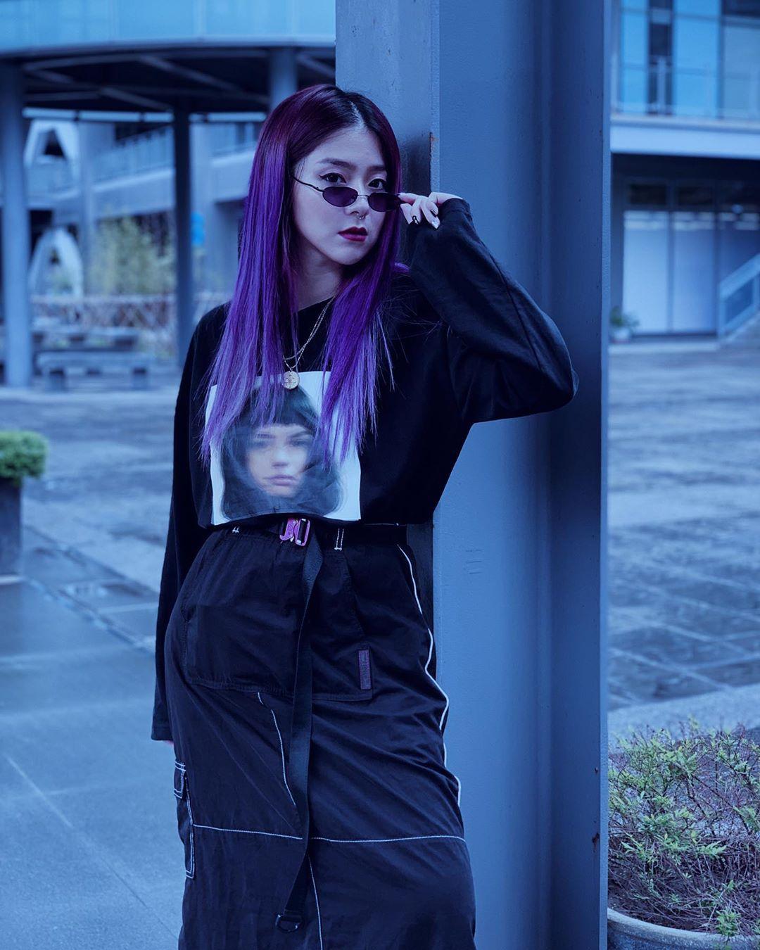 nữ dj xinh đẹp - ray ray mang kính retro