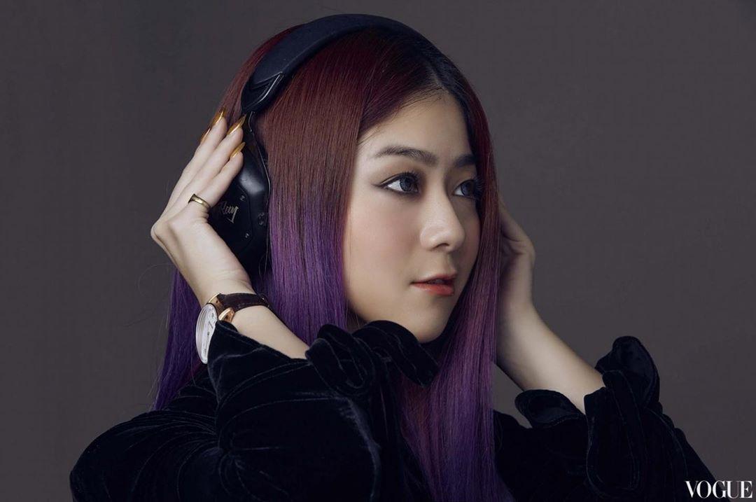 nữ dj xinh đẹp - ray ray với màu tóc tím