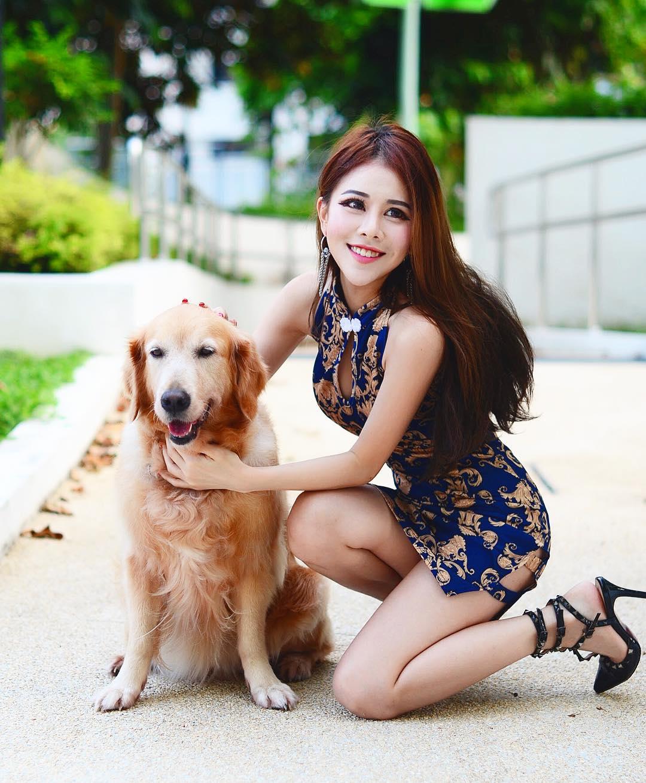nữ dj inh đẹp - reiko chụp hình với cún cưng