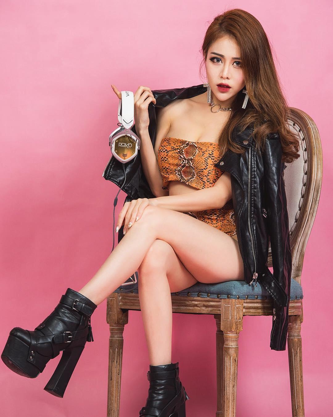 nữ dj xinh đẹp - reiko tạo dáng chụp hình