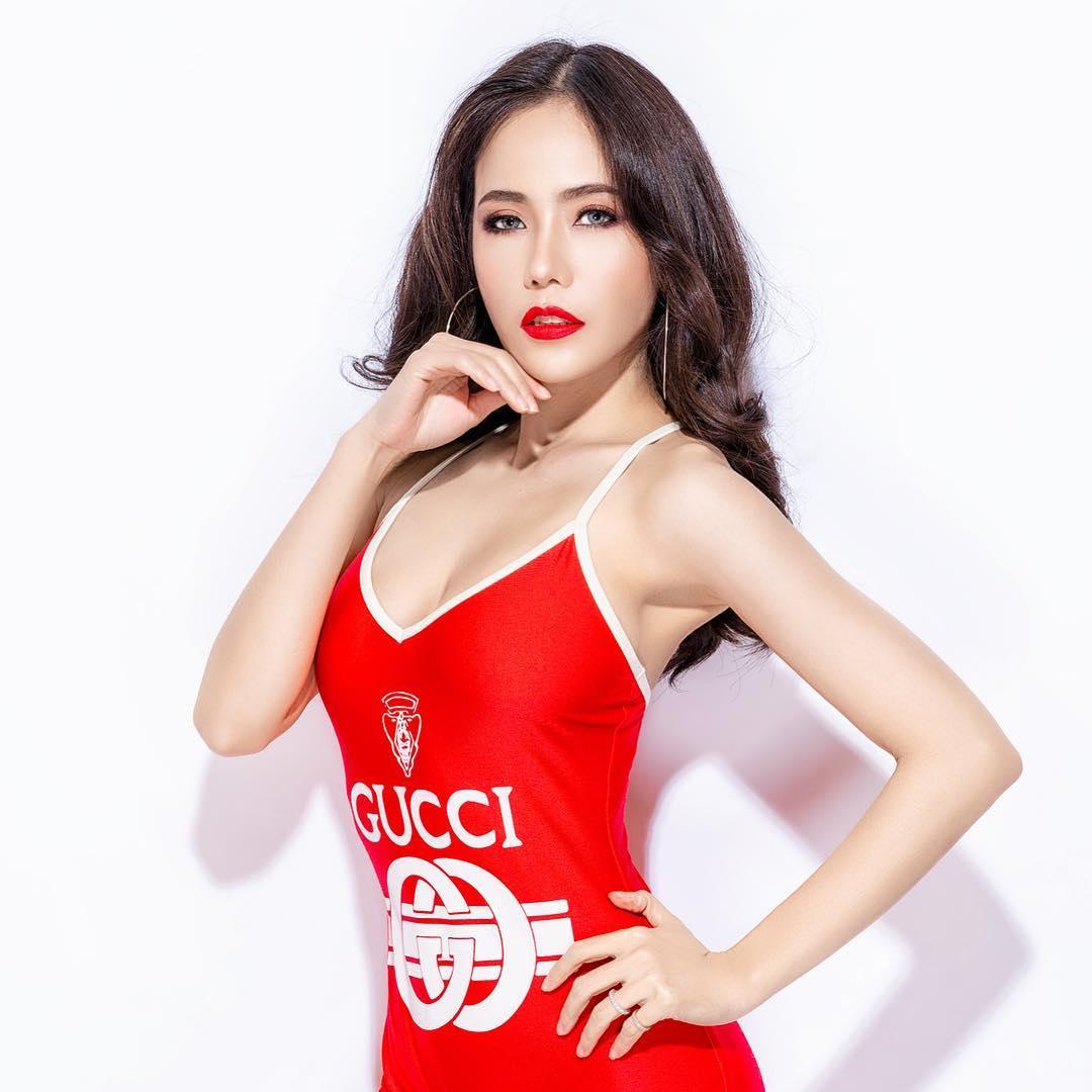 nữ dj xinh đẹp - roxy june mặc áo đỏ quyến rũ