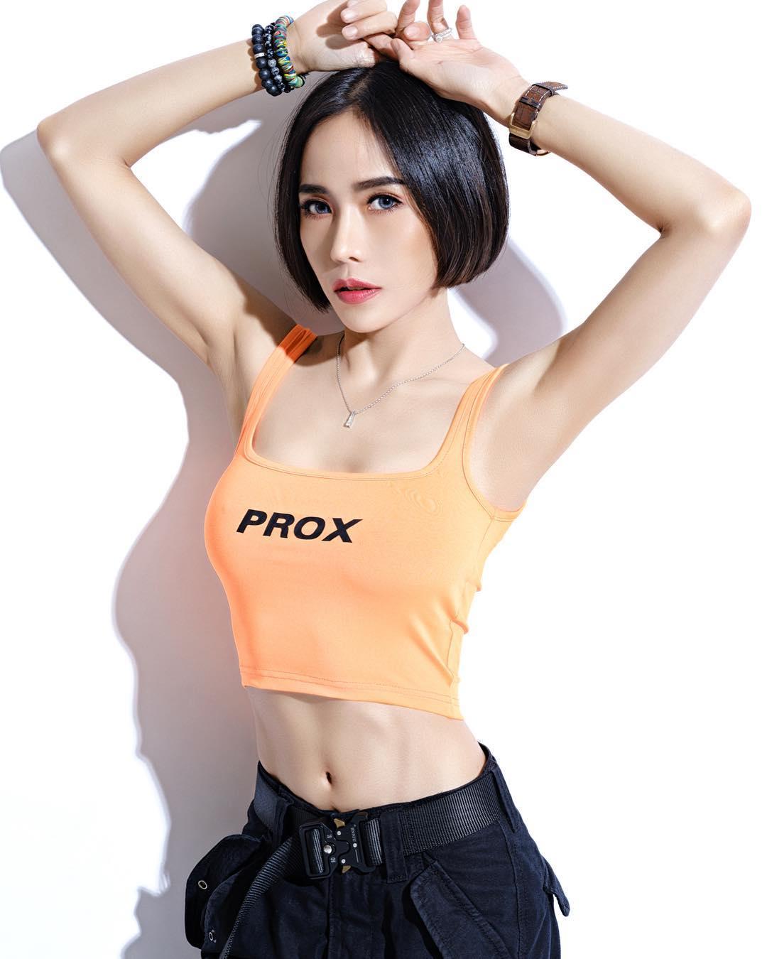 nữ dj xinh đẹp - roxy june tạo dáng sexy