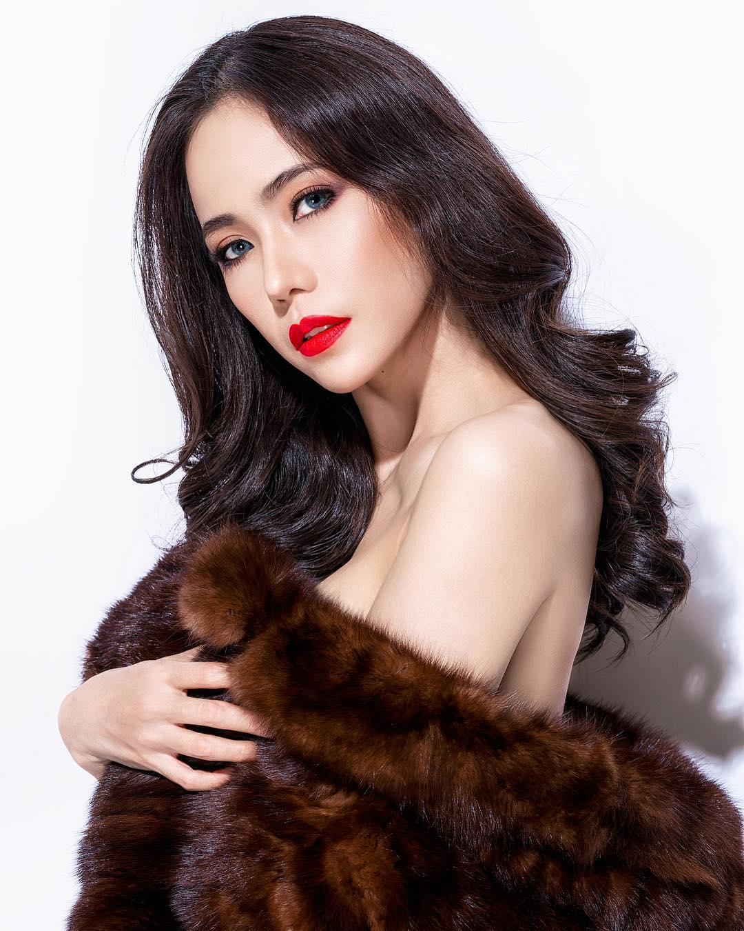 nữ dj xinh đẹp - roxy june tạo dáng với áo bông