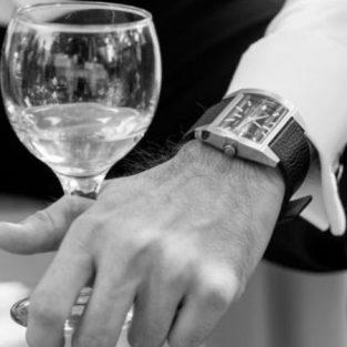 5 thiết kế đồng hồ mặt vuông cao cấp cho quý ông sành điệu