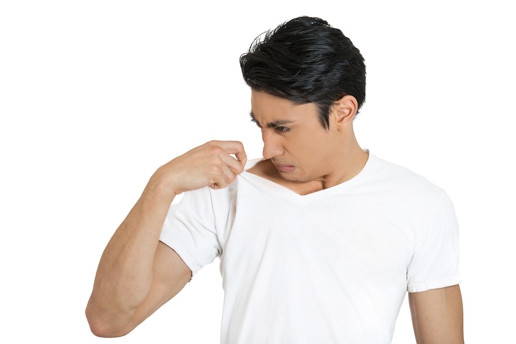 cạo lông nách-chàng trai có mùi cơ thể