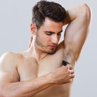 Đàn ông có nên tỉa tót và cạo lông nách?