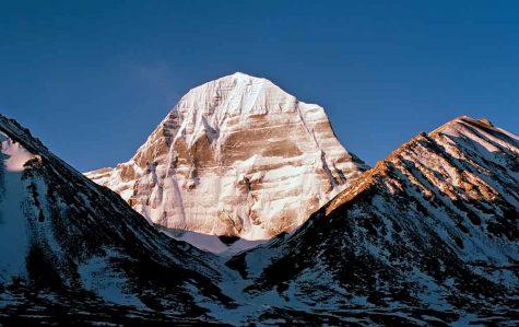 Đỉnh Kailash huyền thoại sừng sững giữa trời xanh