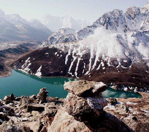 Hồ Gokyo tự nhiên nằm ở độ cao hơn 4.700 m tại Nepal.