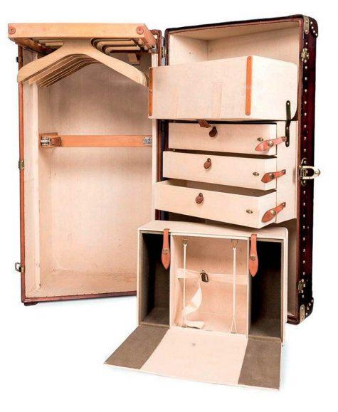 Tủ quần áo tích hợp với rương du lịch của Louis Vuitton.