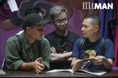 Anh Dzũng Yoko (áo xanh bên phải) - Giám đốc sáng tạo Tạp chí ELLE Việt Nam - tham dự buổi triễn lãm