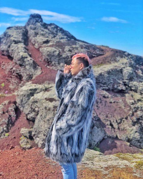 elle style awards 2019-Binz mặc áo khoác lông thú