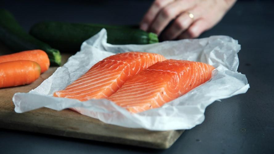 thực phẩm tốt cho da ELLE Man cá hồi