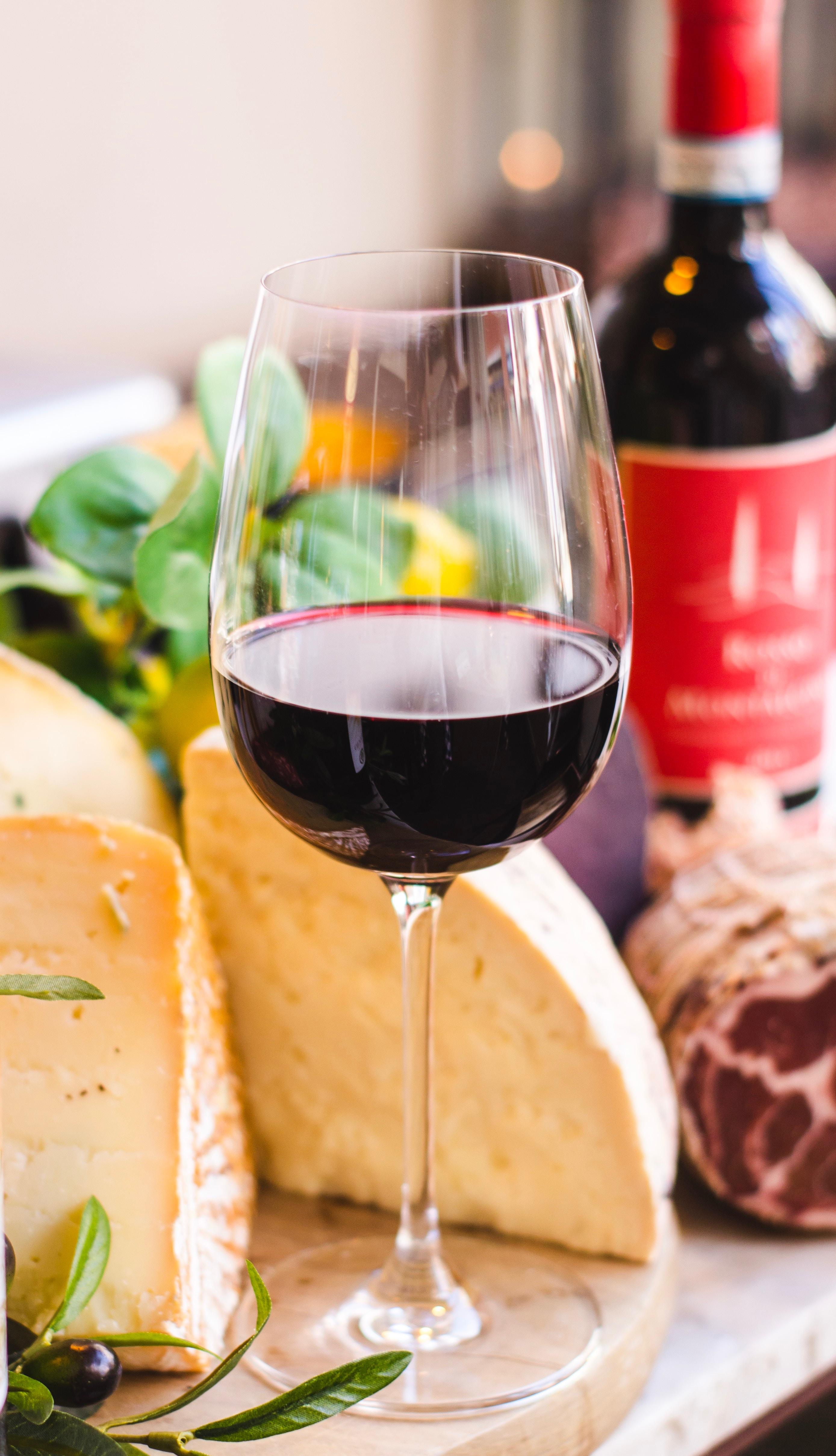 Thực phẩm tốt cho da ELLE Man rượu vang đỏ