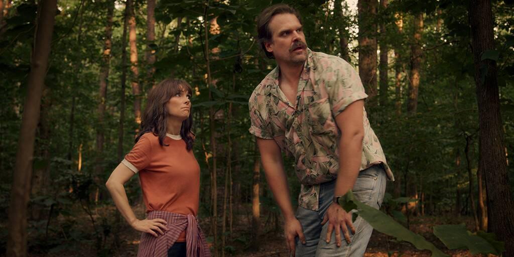 thời trang phim stranger things của hopper
