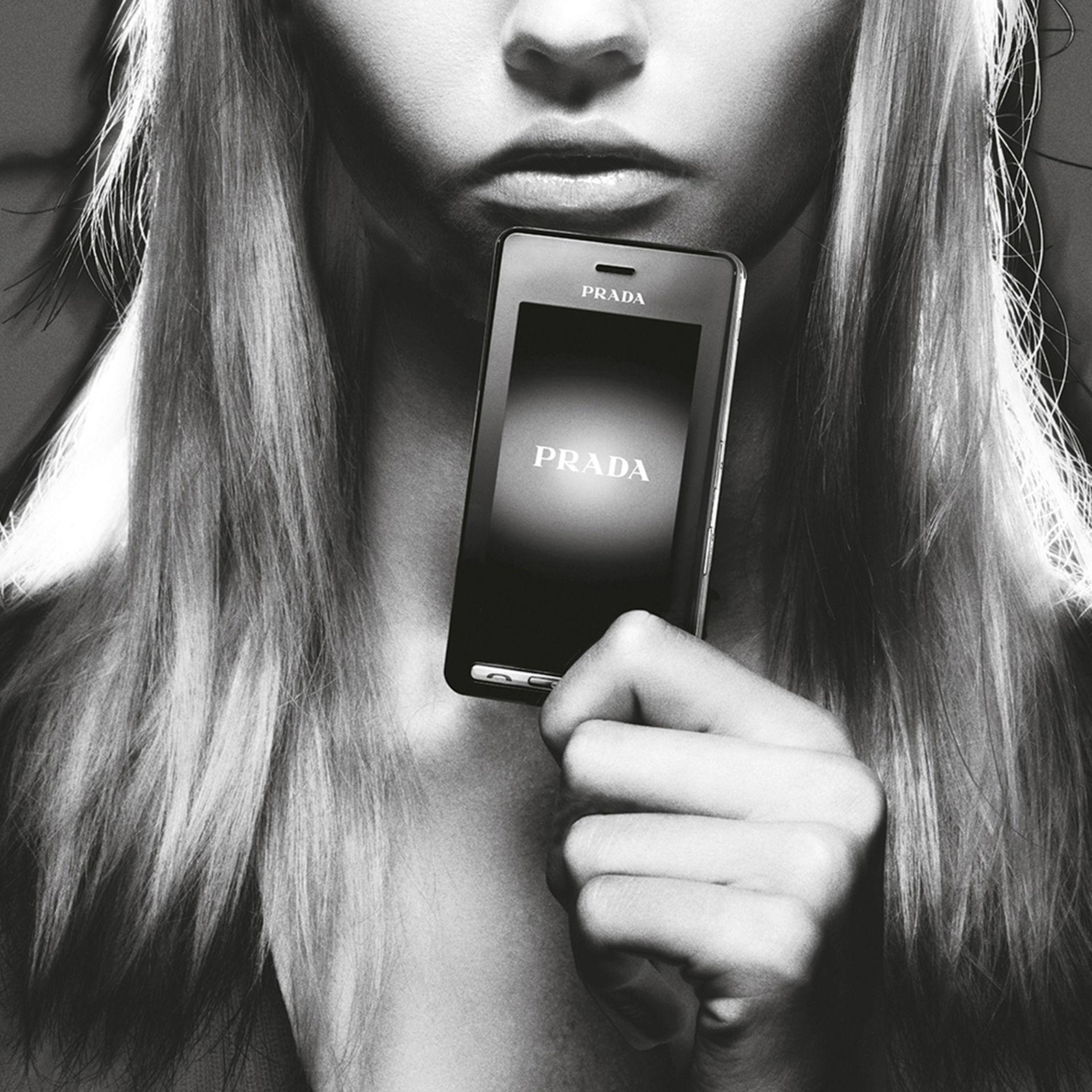 điện thoại cảm ứng của prada