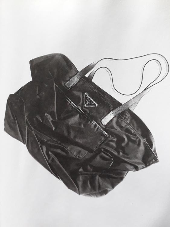 túi ni lông của logo thương hiệu prada