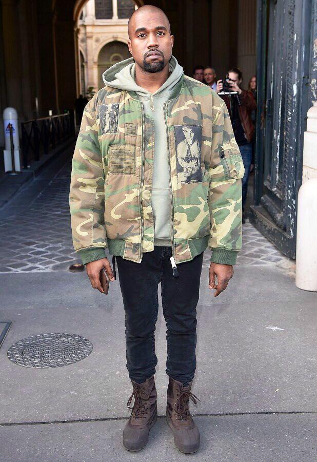 rapper kanye west mặc áo khoác camo phong cách thời trang quân đội