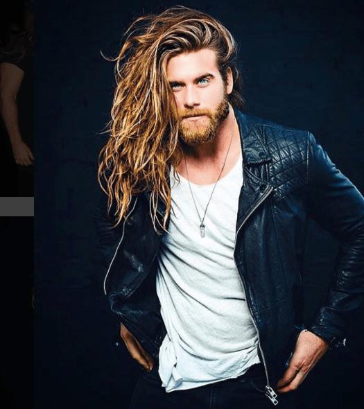 Mái tóc dài của Brock O'Hurn